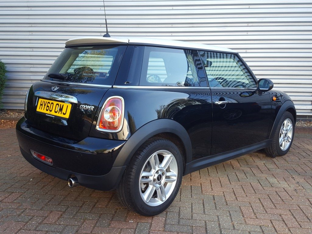 mini cooper chilli pack 1 6 3dr 2010 for sale aspinall cars used cars epsom creating. Black Bedroom Furniture Sets. Home Design Ideas