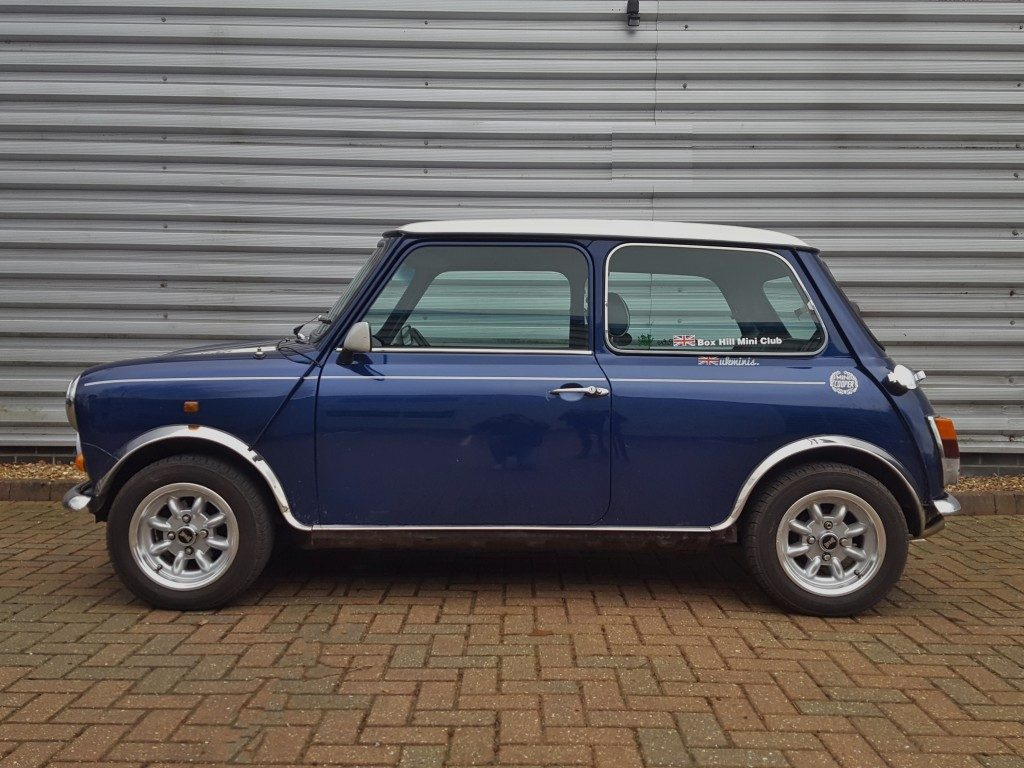 classic mini cooper 2dr 1995 for sale aspinall cars used cars epsom creating higher. Black Bedroom Furniture Sets. Home Design Ideas