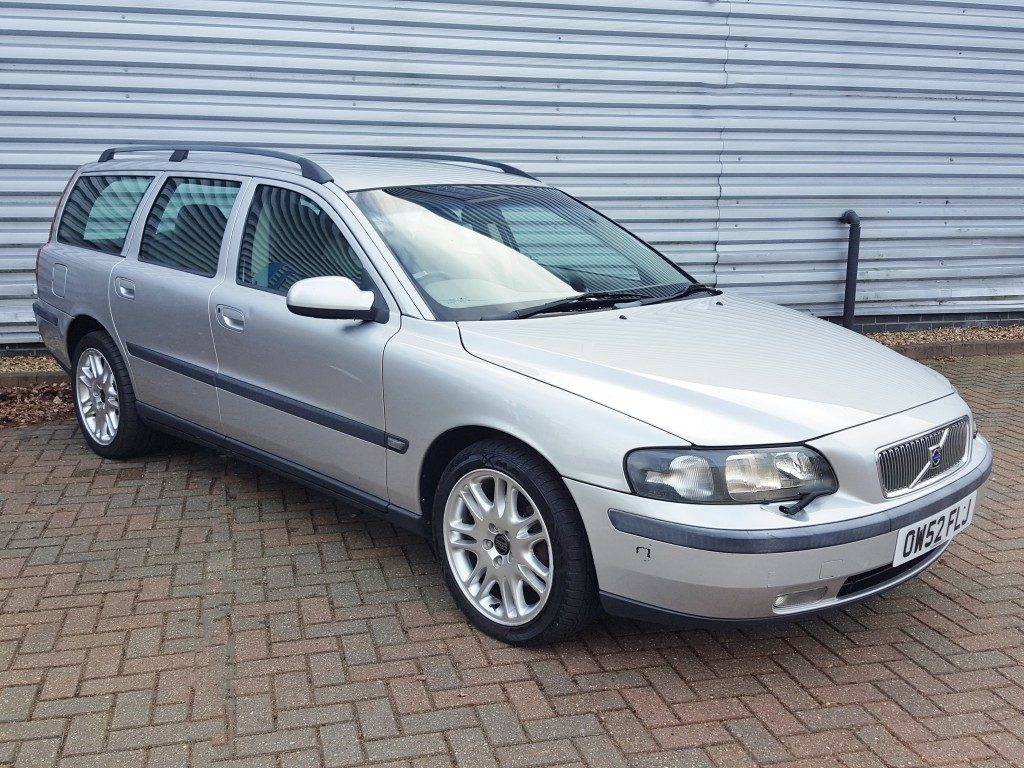 volvo v70 d5 se 2 4 5dr 2003 for sale aspinall cars used cars epsom creating higher dealer. Black Bedroom Furniture Sets. Home Design Ideas